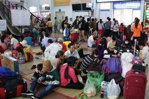 Sự cố tàu SE1 trật bánh: Hàng nghìn hành khách phải đợi ở ga Sài Gòn