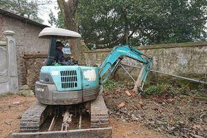 Cận cảnh chặt hạ cây sưa từng được đại gia trả giá 100 tỷ ở Hà Nội