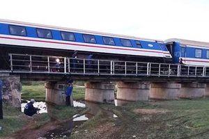 Thông tuyến đường sắt Bắc - Nam trở lại sau sự cố tàu SE1 bị trật bánh tại Bình Thuận