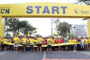 Hơn 3.000 người tham gia đường chạy 'khởi đầu tỏa sáng 2019' cùng Sun Life Việt Nam