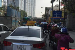 Cận cảnh 'thiên la địa võng' công trình xây dựng gây ảnh hưởng giao thông khi Tết cận kề