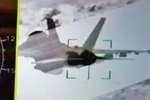 Su-35 'tóm sống' F/A-18 thể hiện ưu thế tuyệt đối của tiêm kích Nga?