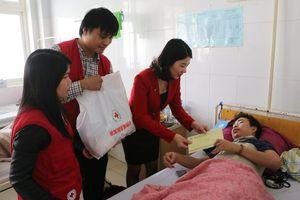 Thầy giáo bị thương nặng khi đi làm từ thiện ở vùng núi
