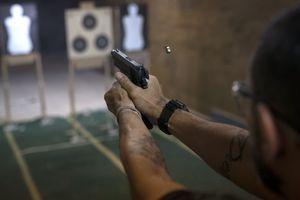 Phụ nữ Brazil cảm thấy bất an trước quyết định nới lỏng Luật Sở hữu súng