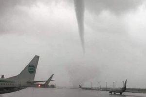 Vòi rồng bất ngờ xuất hiện, 'tấn công' sân bay Thổ Nhĩ Kỳ