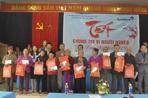 VietinBank Quảng Bình chung tay hỗ trợ người nghèo đón Tết
