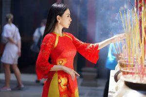 Hoa hậu Châu Ngọc Bích thướt tha trong tà áo dài đón Tết