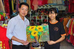 Cô gái Khmer vẽ tranh làm từ thiện