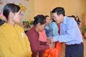 Đồng chí Võ Văn Thưởng thăm, trao quà Tết tại Bình Thuận