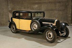 Dàn siêu xe Bugatti cổ giá triệu đô bỏ xó trong nhà kho