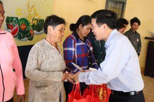 Trưởng ban Tuyên giáo T.Ư Võ Văn Thưởng chúc tết bà con vùng cao Bình Thuận