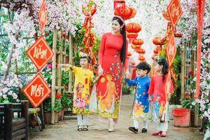 Hoa hậu Ngọc Hân không nao núng dù liên tục bị giục lấy chồng