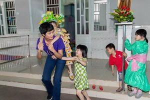 H'Hen Niê mang Xuân yêu thương đến với các em nhỏ mồ côi