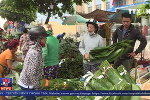 Nhộn nhịp chợ lá dong Sài Gòn