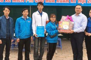 Bí thư Thành đoàn Hà Nội thăm tặng quà thanh niên tình nguyện quận Hoàng Mai