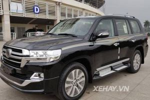Toyota Land Cruiser VXS 2019 được rao bán với giá 300.000 USD tại Việt Nam