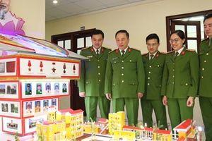 45 đầu báo tường chào mừng Ngày truyền thống lực lượng CSCĐ