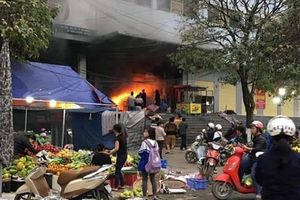 Chợ lớn nhất Thái Nguyên bốc cháy ngày 27 tết