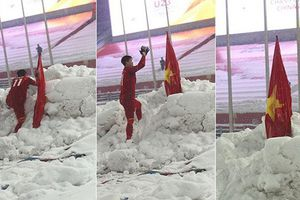 Hình ảnh Duy Mạnh cắm cờ tuyết trắng Thường Châu giành Cúp Chiến thắng