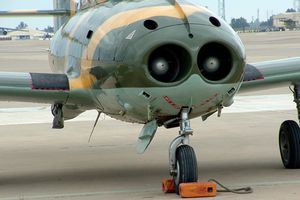HA-220: Chiến đấu cơ có hai 'lỗ mũi' cực dị của Tây Ban Nha