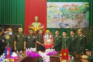 Cục Biên giới, Bộ Tổng Tư lệnh Quân đội Hoàng gia Campuchia thăm, chúc Tết BĐBP Đắk Nông