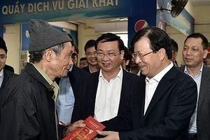Phó Thủ tướng: Bảo đảm không để thiếu tàu, xe đưa người dân về quê đón Tết