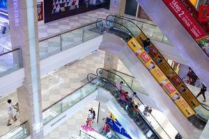 Trung tâm thương mại trang hoàng lộng lẫy, vắng vẻ đìu hiu ngày giáp Tết
