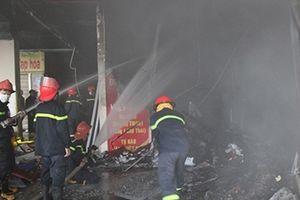 Nhanh chóng khống chế, dập tắt đám cháy tại ki ốt bán hàng của Chợ Thái