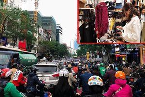 Cửa hàng quần áo đua nhau giảm giá tới 70%, dân đổ xô mua sắm tết