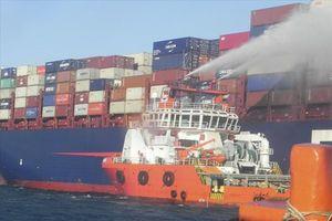 Tàu hàng Singapore bốc cháy: 10 thành viên nước ngoài thoát chết