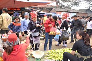 Chợ vùng cao ngày Tết