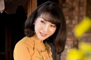 MC Thanh Mai gợi ý áo dài đón tết cho phụ nữ trung niên
