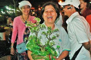 Những khoảnh khắc đẹp ở chợ hoa đêm Phú Mỹ Hưng