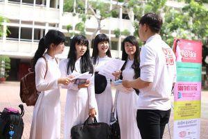 Nhân tố ảnh hưởng đến quyết định chọn trường của tân sinh viên quản trị kinh doanh