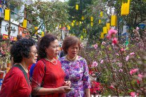 Thảnh thơi rảo bước 'mua vui' ở chợ hoa lâu đời nhất Hà Thành