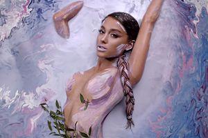 Hot: Ariana Grande chuẩn bị phải hầu tòa vì vướng đạo nhái từ 'God Is A Woman'