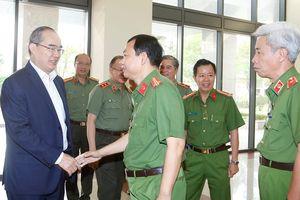 Bí thư Nguyễn Thiện Nhân chúc Tết các đơn vị công an, quân đội
