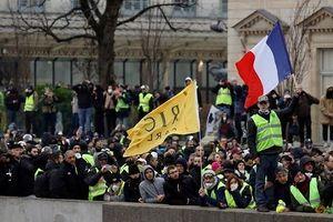 Cảnh sát Pháp và người biểu tình lại đụng độ