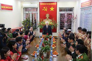 Tổng Bí thư, Chủ tịch nước Nguyễn Phú Trọng kiểm tra, chúc Tết Công an quận Ba Đình