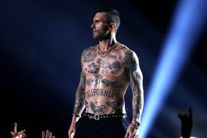 Adam Levine để ngực trần tại Super Bowl sau scandal lộ ngực của Janet Jackson