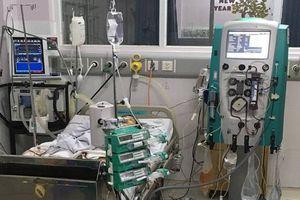 Giao thừa của y bác sĩ: Miệt mài cứu chữa, giành giật sự sống cho bệnh nhân