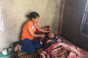 Cám cảnh vợ ung thư máu nuôi chồng sống đời thực vật ở Thừa Thiên - Huế