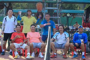 Đánh quần vợt ngày 30 Tết: 'Quá đã!'