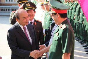 Thủ tướng Nguyễn Xuân Phúc xông đất, chúc Tết BCH Quân sự TP Đà Nẵng