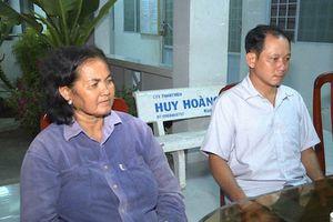 Hai người dân nghèo trả lại 120 triệu cho vợ chồng đánh rơi trên đường về quê