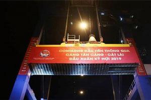 Tân cảng Sài Gòn xuất 650 container trong đêm giao thừa