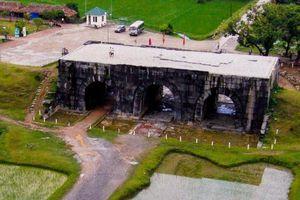 Công trường khai thác đá cổ xây thành nhà Hồ