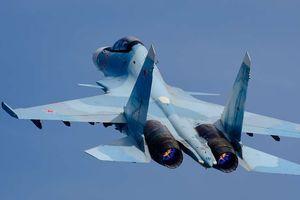 Chiến đấu cơ Nga tập trận chặn 'máy bay địch'