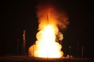 Toàn cảnh không quân Mỹ phóng siêu tên lửa liên lục địa mạnh nhất thế giới