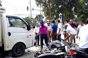 Nghệ An: Ô tô tải đâm nhiều người bị thương khi chờ đèn đỏ